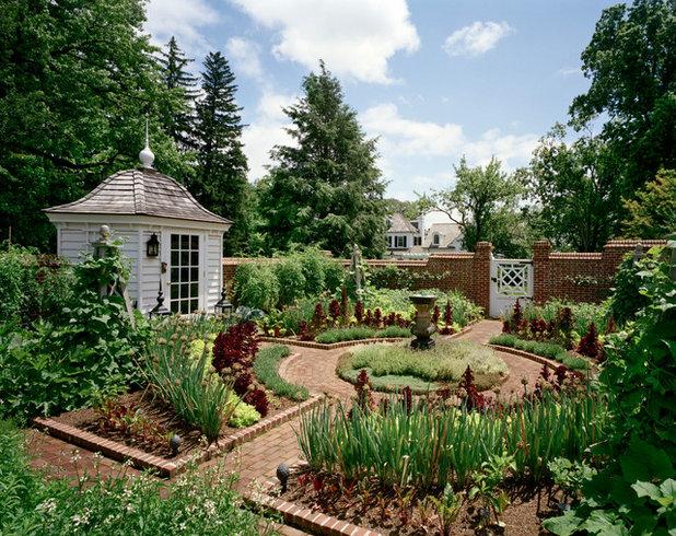 Farmhouse Landscape by Douglas VanderHorn Architects