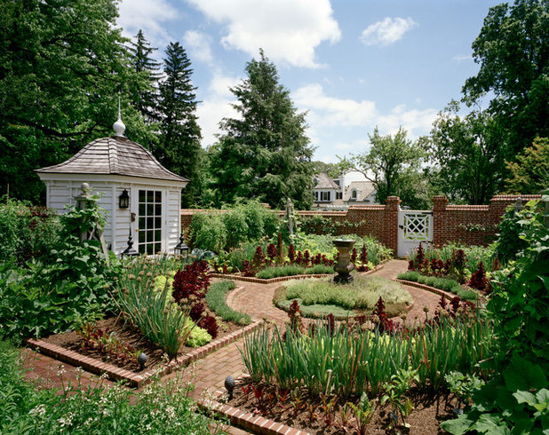 Country Garden by Douglas VanderHorn Architects