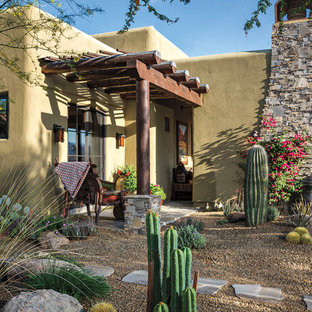 This is an example of a southwestern drought-tolerant gravel landscaping in Phoenix.