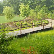 Traditional Landscape by TERRIGENOUS Landscape Architecture