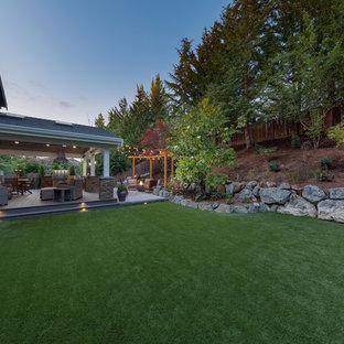 Foto de jardín tradicional renovado, grande, en patio trasero