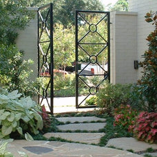 Traditional Landscape by Fowlkes Norman & Associates, Inc.