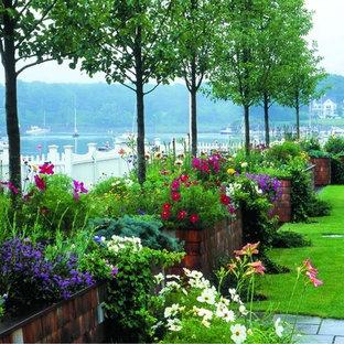Exemple d'un grand jardin surélevé arrière chic avec une exposition ensoleillée.