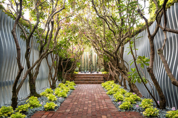 Contemporain Jardin by Tyler Chartier Architectural Photography