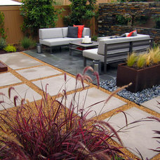 Contemporary Landscape by dp environments