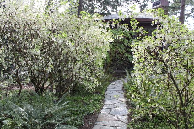 conseils de pro pour am nager un chemin travers votre jardin. Black Bedroom Furniture Sets. Home Design Ideas