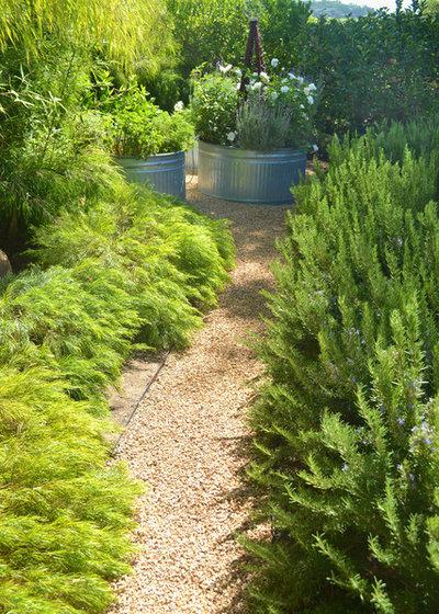 Modern Garden by Jeffrey Gordon Smith Landscape Architecture