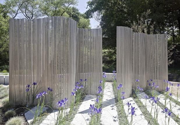Contemporary Landscape by WA Design Architects