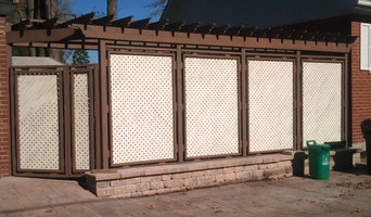 Screen fence with pergola
