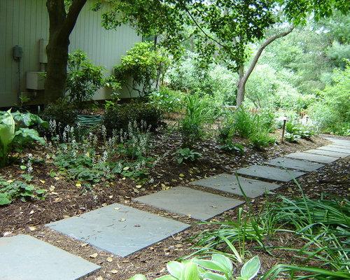 Stone And Mulch Walkway Houzz - Mulch patio ideas
