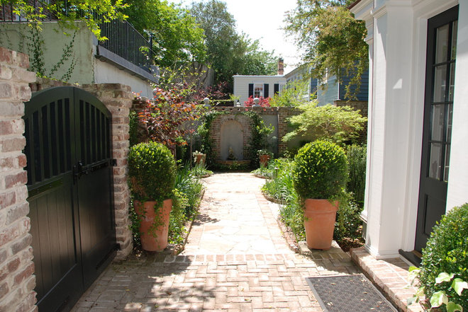 Traditional Landscape by Seamar Construction Group