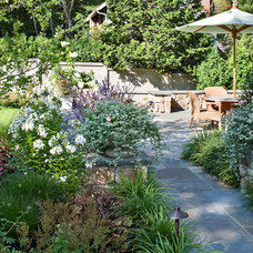 Traditional Landscape by Sean Papich Landscape Architecture