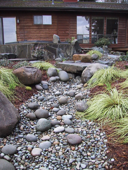 Eclectic Landscape by PUGET SOUND LANDSCAPING INC