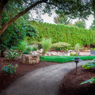 Photo of a large mid-century modern shade side yard gravel garden path in Portland for spring.