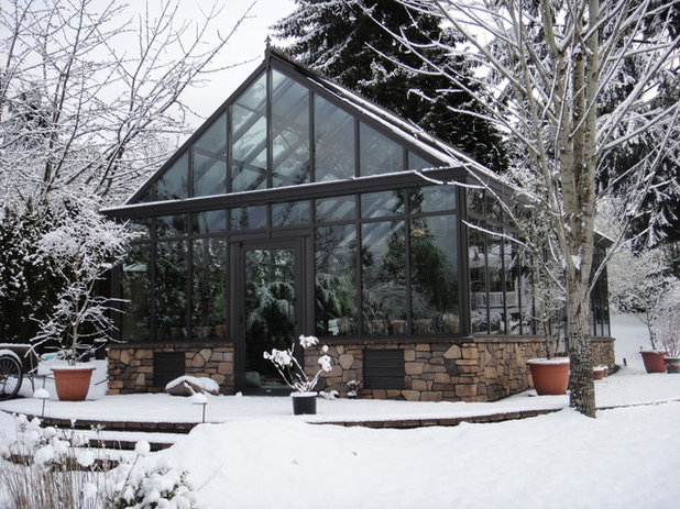 Contemporary Garden by BC Greenhouse Builders Ltd
