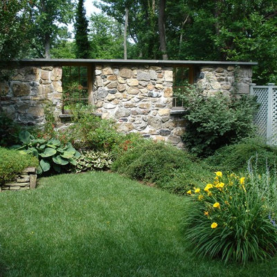 This is an example of a traditional backyard landscaping in Baltimore.