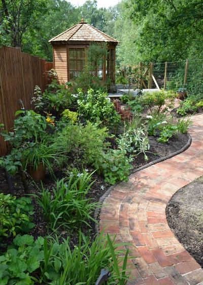 Traditional Garden by 1 to One Garden Design