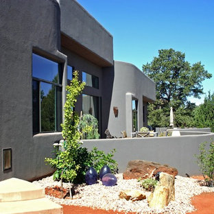 Photo of a mid-sized southwestern drought-tolerant and full sun front yard gravel landscaping in Phoenix.