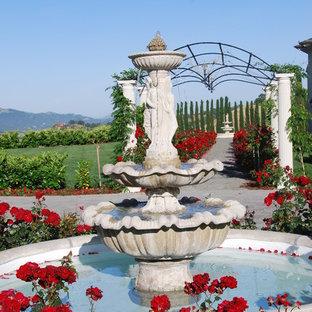 Ispirazione per un giardino classico con fontane