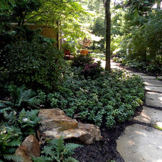 Beach Style Landscape by Smalls Landscaping
