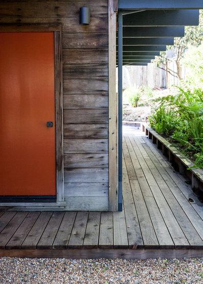 Midcentury Landscape by BK Interior Design