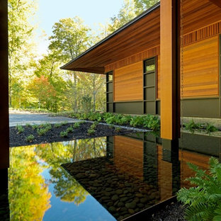 Inspiration for a contemporary water fountain landscape in Burlington.