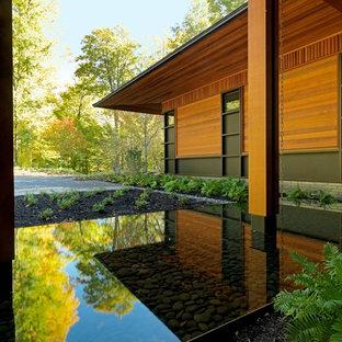 Inspiration for a contemporary water fountain landscape in Burlington.