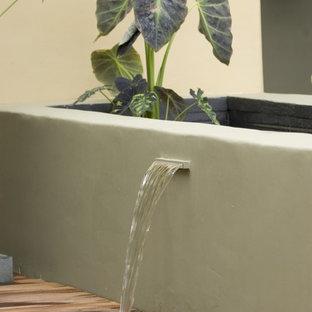 Moderner Garten mit Wasserspiel in San Luis Obispo