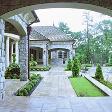 Traditional Landscape by Sullivan, Henry, Oggero and Associates, Inc.
