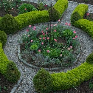 Idee per un giardino formale costiero di medie dimensioni e davanti casa con un ingresso o sentiero e ghiaia