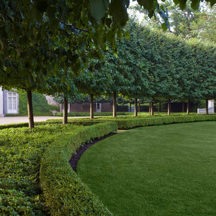 Photo of a large modern partial sun backyard concrete paver landscaping in Chicago.