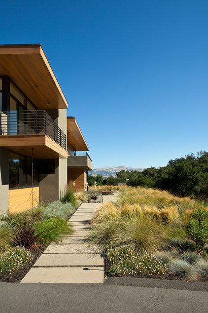 Modern Landscape by Swatt | Miers Architects