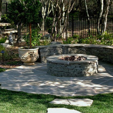 Traditional Landscape by Earthline Design Landscape Architecture
