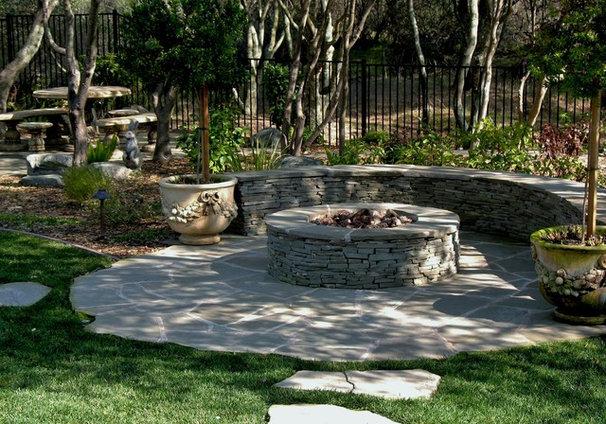 Traditional Landscape by Earthline Design Landscape Architecture