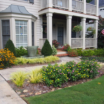 Inspiration for a small traditional drought-tolerant and full sun front yard gravel water fountain landscape in Atlanta for summer.