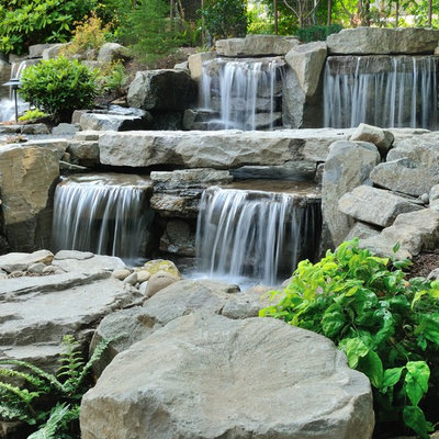 Design ideas for a traditional water fountain landscape in Portland.