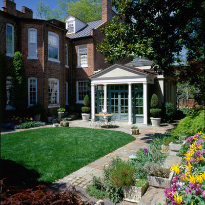 Inspiration for a traditional backyard landscaping in DC Metro.