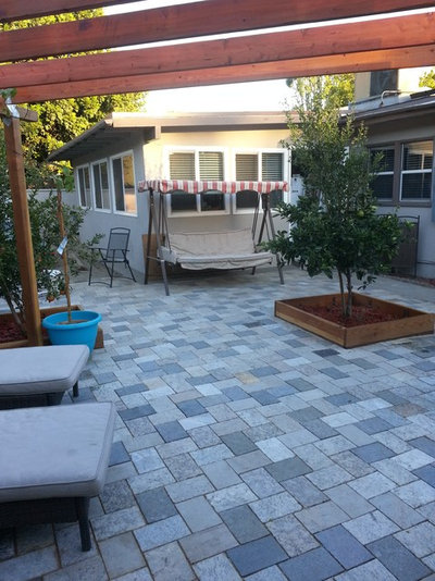 Traditional Landscape by A&E Recycled Granite, LLC