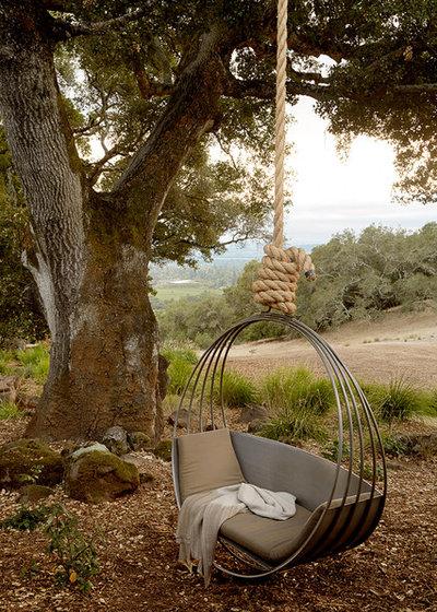 Mediterranean Garden by Ken Linsteadt Architects