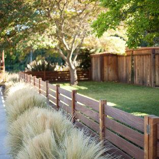 Ejemplo de jardín clásico renovado en patio delantero