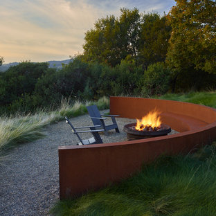 Photo of a contemporary full sun gravel landscaping in San Francisco with a fire pit.