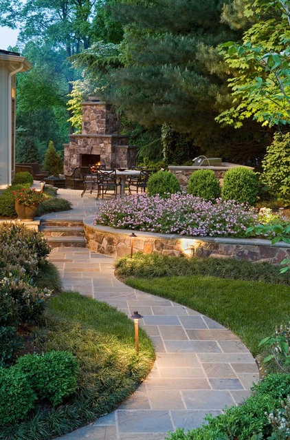 traditional landscape by SURROUNDS Landscape Architecture + Construction