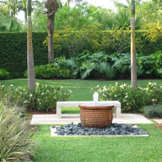 Contemporary Landscape by orlando comas, landscape architect.
