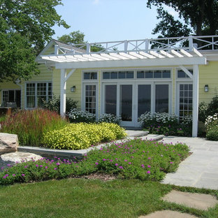 Inspiration for a traditional full sun backyard landscaping in Baltimore.