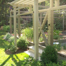 Traditional Landscape by Teich Garden Systems
