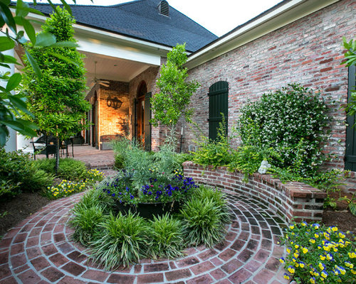 Round flower bed home design ideas pictures remodel and - Circular flower bed designs ...