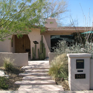 Design ideas for a mid-sized southwestern drought-tolerant front yard mulch landscaping in Phoenix.