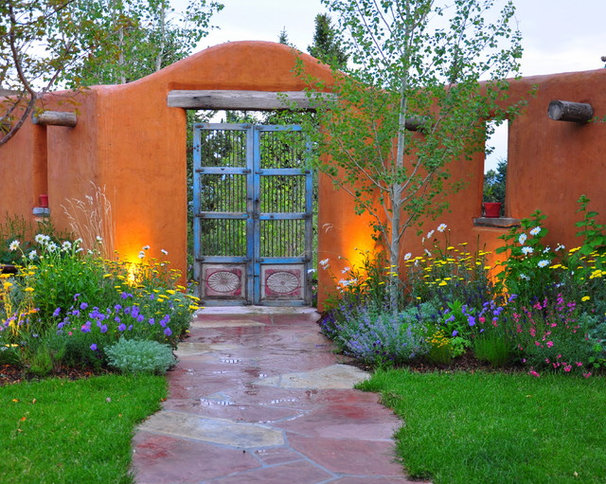 Southwestern Landscape by Designscapes Colorado Inc.