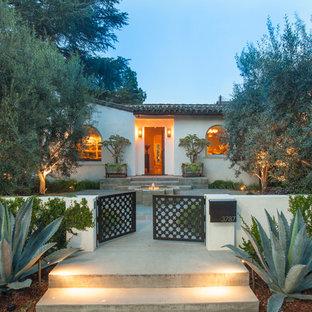 ロサンゼルスの地中海スタイルのおしゃれな庭の写真