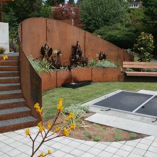Modern inredning av en trädgård, med en fontän
